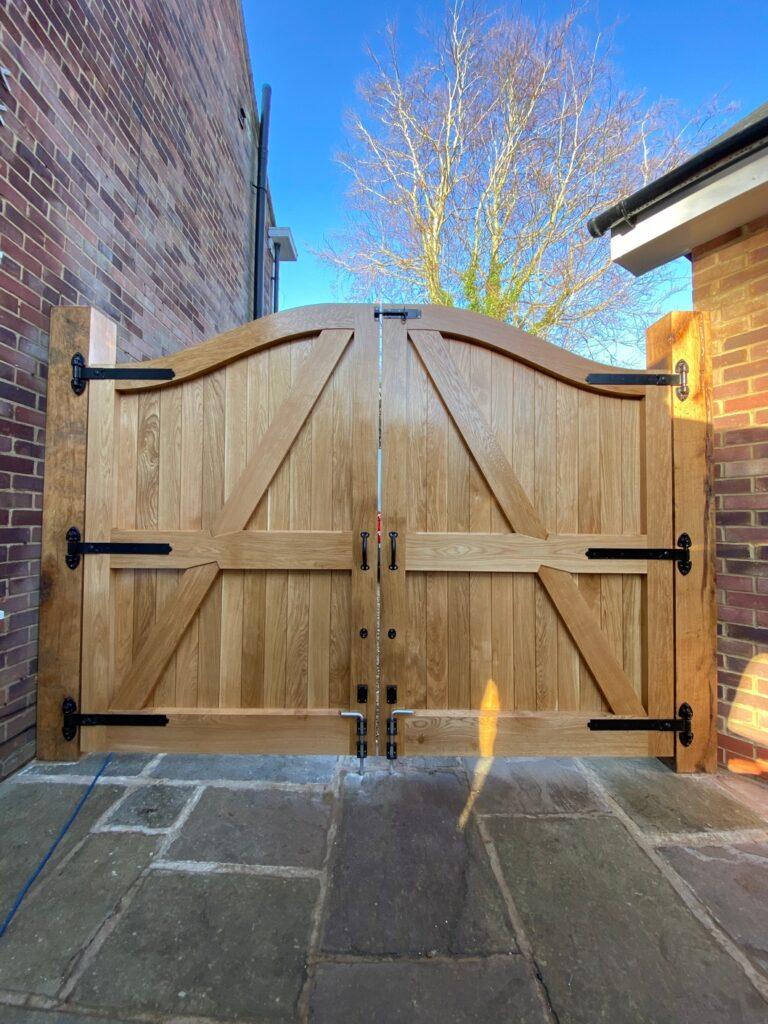 Curved Oak Gates - Woburn © Oak Hill Joinery Ltd
